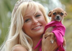 Paris Hilton et Tinkerbell en 2005