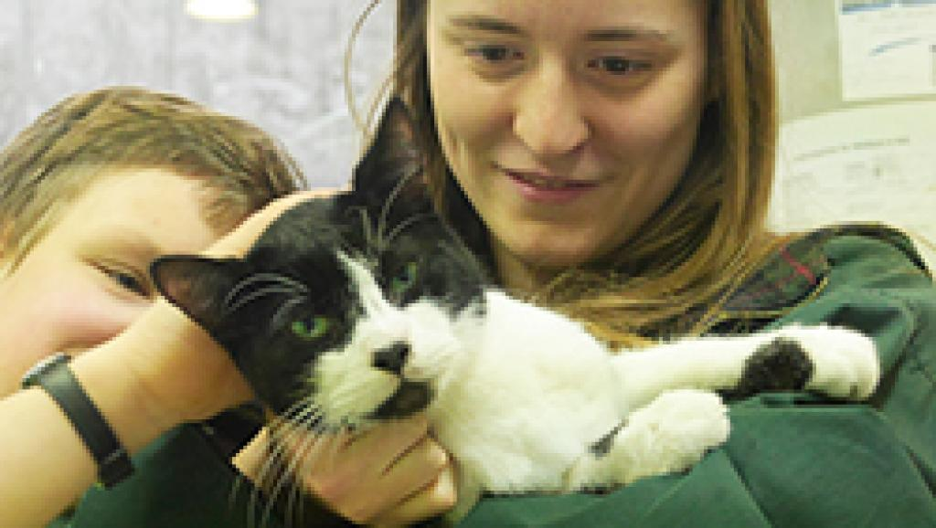 Le chat Miko et Elena Hanke