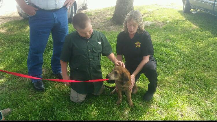 Le Sheriff adopte Rusty