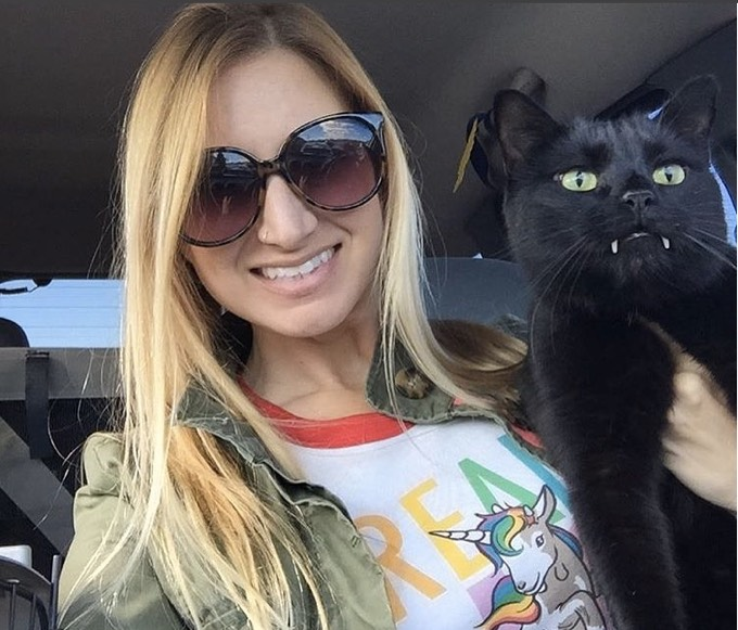 Monkey le chat vampire et Nicole