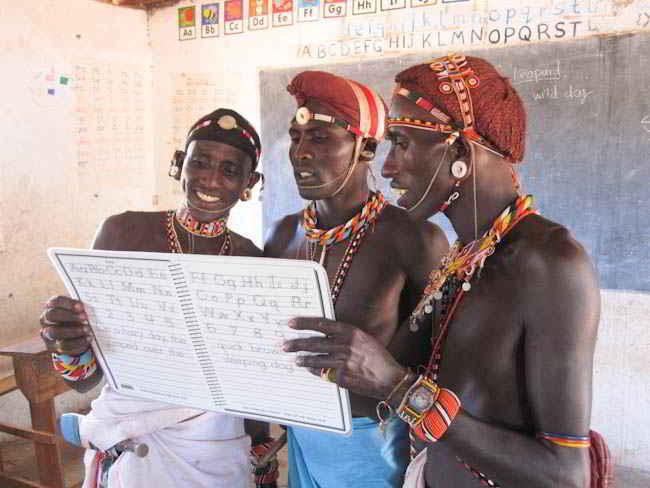 Les guerriers Samburu sauvent les lions
