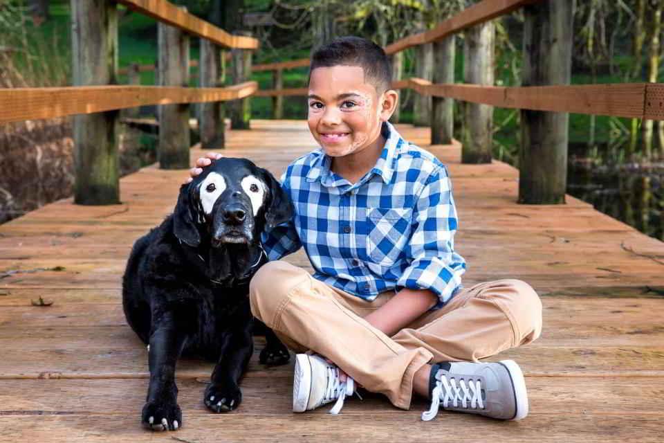 Carter et Rowdy le labrador