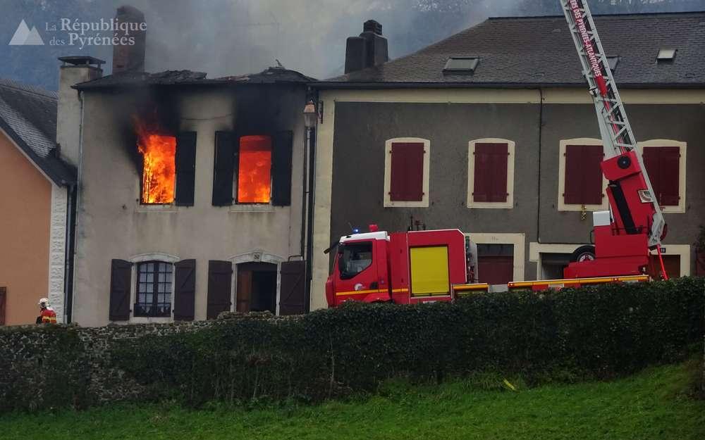 La maison en flammes