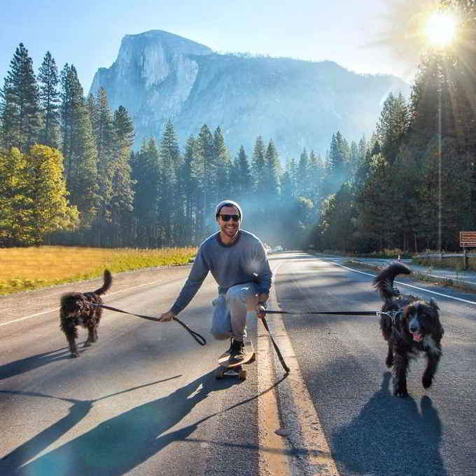 Jordan Kahana et ses chiens